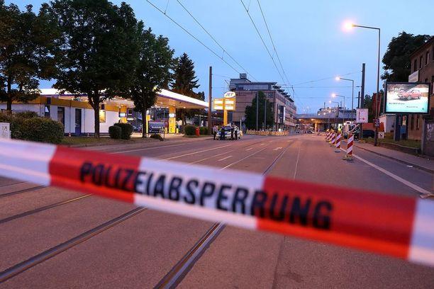 Pommin purkaminen ja evakuoinnit aloitettiin keskiviikon vastaisena yönä Dresdenissä.