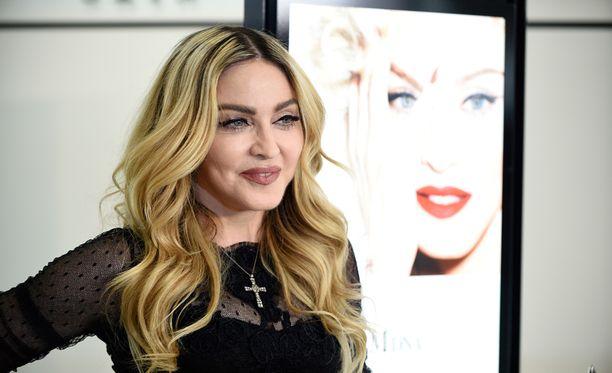 Madonna haluaisi poikansa takaisin kattonsa alle.