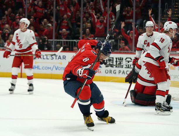 Aleksandr Ovetshkin teki Carolinaa vastaan kaksi maalia ja ohitti NHL:n kaikkien aikojen tilastossa Teemu Selänteen.