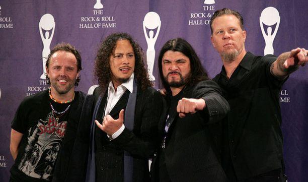 Metallica yrittää nousta jaloilleen pahasti flopanneen St. Angerin jälkeen.