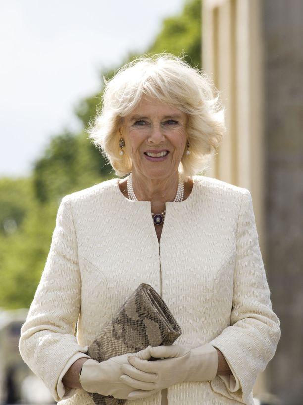 The Crown -sarja nosti esiin Camillan, Charlesin ja Dianan kolmiodraaman, jonka seuraukset ovat olleet Camillalle ikävät.
