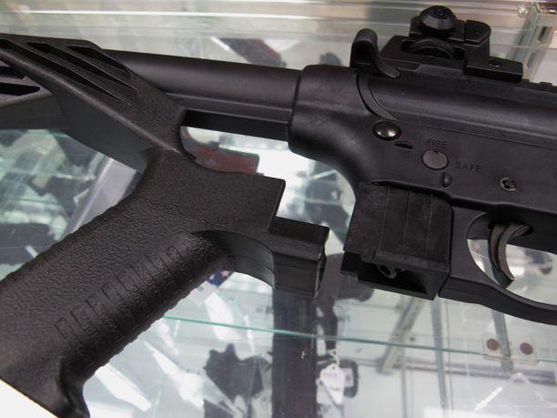 Niin sanottu bump stock -varuste tulee aseen tukin tilalle.