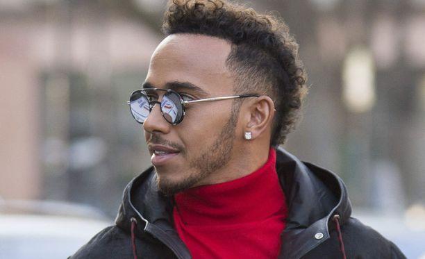 Lewis Hamiltonin kypärässä on ensi kaudella suomalaisväriä.