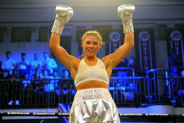 Shannon Courtenay voitti WBA-liiton kääpiösarjan titteliottelun.