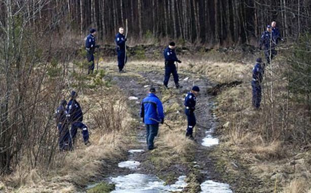 LÖYTÖPAIKKA Poliisi haravoi alkuviikosta Högnäsin maastoa Kehä III:n pohjoispuolella Espoossa.