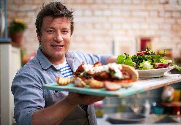 Jamie Oliver kokkaa tänään muun muassa vesimeloni-nuudelisalaattia.