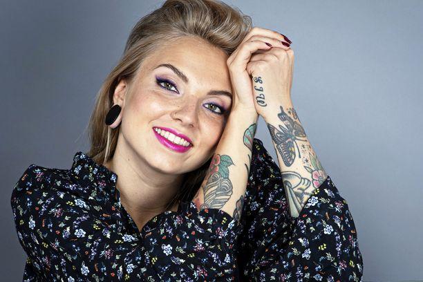 Veronica Verho tunnetaan esimerkiksi ohjelmista Tanssii tähtien kanssa, Selviytyjät ja Posse.