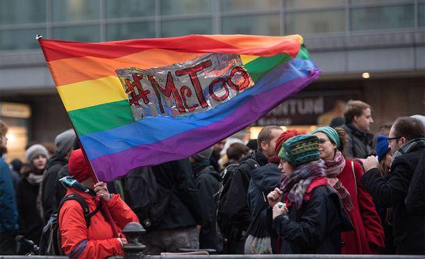 Seksuaalista häirintää vastustanut mielenosoitus Berliinissä.