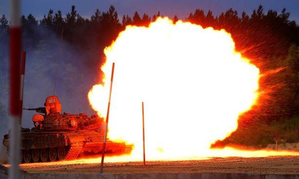Venäjän T-72 panssarivoiman tulivoimaa.