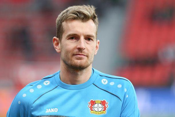 Lukas Hradecky hinaa Bayer Leverkusenia kohti kärkeä.