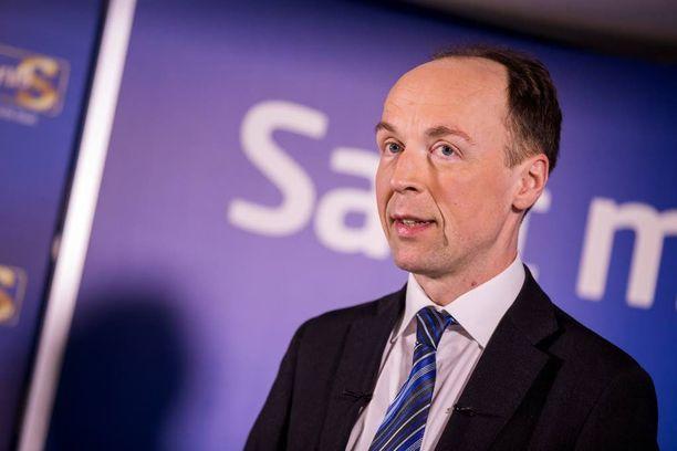 Jussi Halla-ahon (ps) laskelmat Suomeen jäävistä turvapaikanhakijoista ovat erilaiset kuin sisäministeriön.
