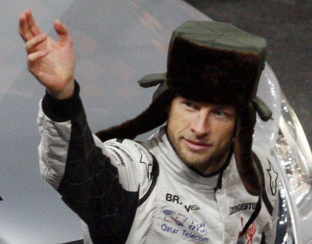 Jenson Button oli vetänyt päähänsä mielenkiintoisen hatun Mestarien kisassa. Kyseinen kisa ajettiin marraskuun alussa Pekingissä.