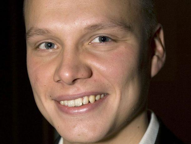 Ilari Sahamies kyni Kimi Räikkösen.