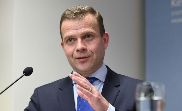 Valtiovarainministeri Petteri Orpo (kok) on tyytyväinen, että hallitus löysi ratkaisuja, jotka auttavat suomalaista keskituloista palkansaajaperhettä.