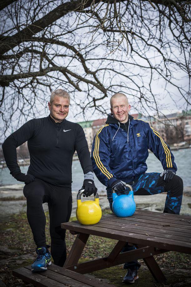 Jussi Noronen (vas.) palkkasi personal trainerikseen Mika Kiiskisen, joka katsoi ruokavalion kuntoon ja rakensi Noroselle treeniohjelman. Kaksikko treenaa yhdessä pari kolme kertaa viikossa.
