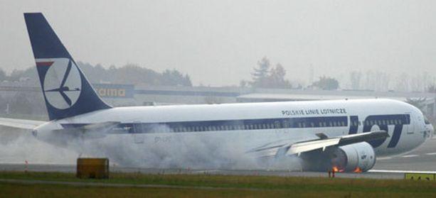 Kapteeni Tadeusz Wrona toi koneensa turvallisesti maan pinnalle ilman laskutelineitä.