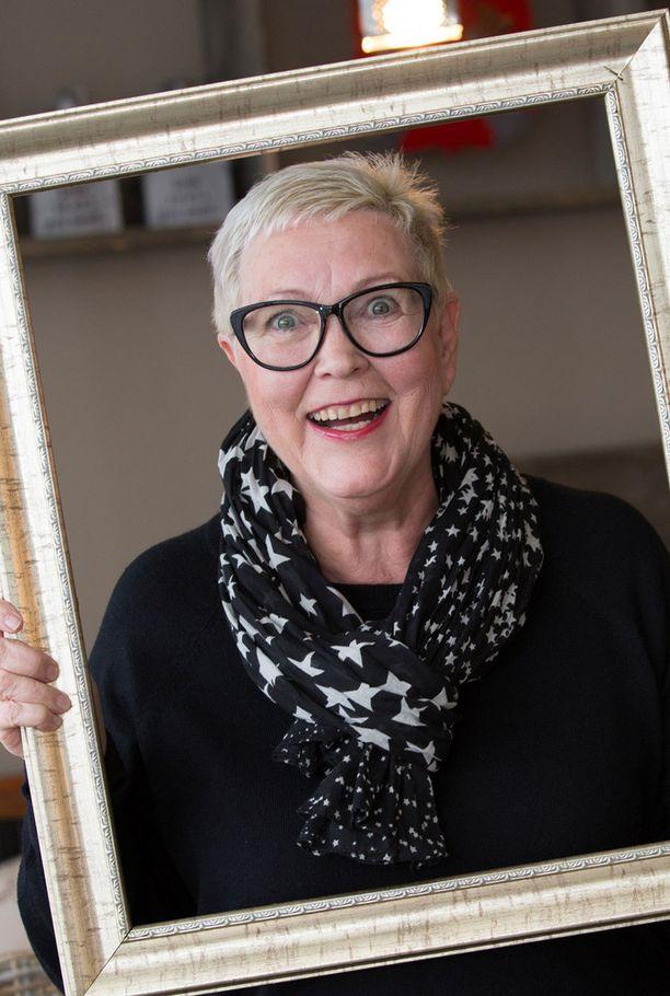 69-vuotias Annu Moberg Porkkalasta luo iloa ja energiaa ympärilleen.