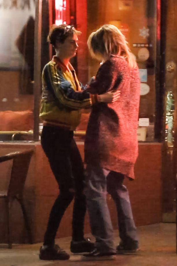 Maaliskuussa Cara Delevingne ja Paris Jackson tanssahtelivat keskellä öistä katua Hollywoodissa.
