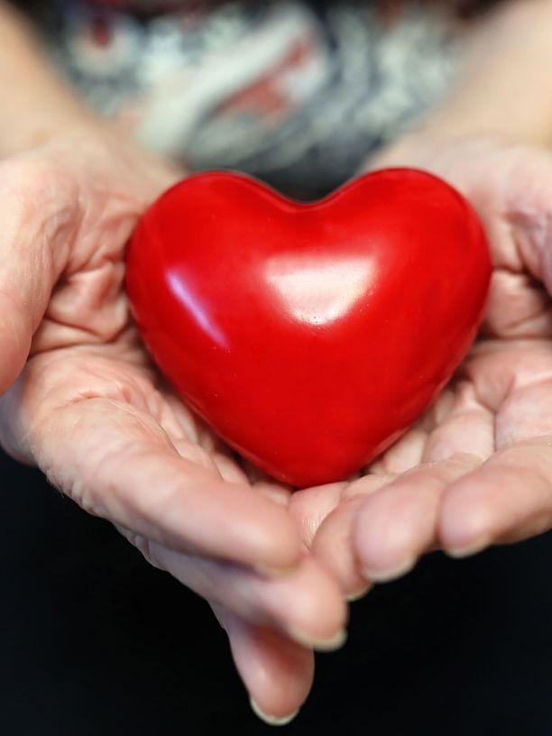 Hyvään hoitoon kuuluu se, että hoidettava otetaan huomioon kokonaisena, tuntevana ihmisenä.
