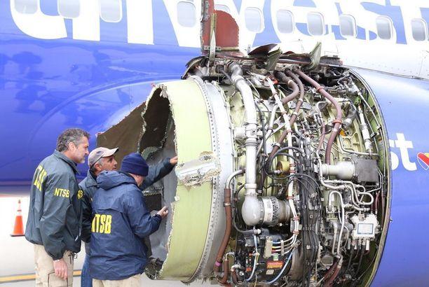 Turmatutkijat tutkivat koneen viallisen moottorin perin pohjin.