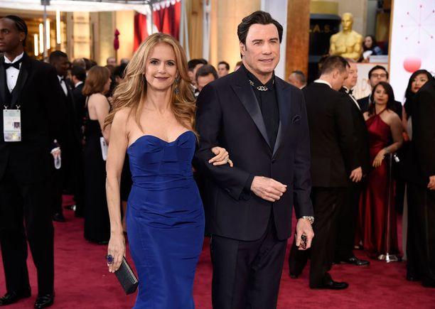 Näyttelijä John Travolta puolisoineen.