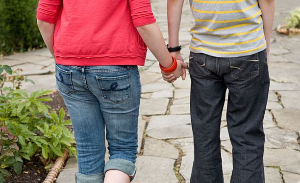 Huijari-Gemman uhrit luulivat seurustelevansa pojan kanssa.