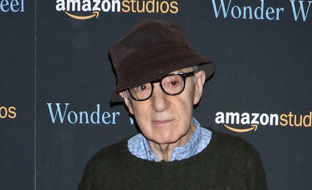 Ohjaajalegenda Woody Allen syyttää Amazon Studios -tuotantoyhtiötä sopimusrikkomuksesta ja vaatii korvauksia kaiken kaikkiaan 68 miljoonaa Yhdysvaltain dollaria.