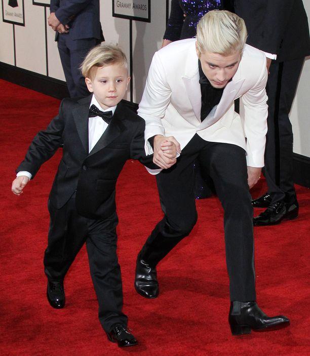 Justin Bieber johdatti veljensä Grammy-gaalaan.
