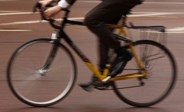 Helsingissä Roihupellossa Lanternan kauppakeskukseen johtavan ajorampin kohdalla on vaaranpaikka polkupyöräilijöille ja kävelijöille.