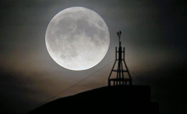 Tuleva ilmestys on maata lähimpänä oleva superkuu 68 vuoteen. Suomessa kuu näyttäytyy suurimmillaan kello 15:52.