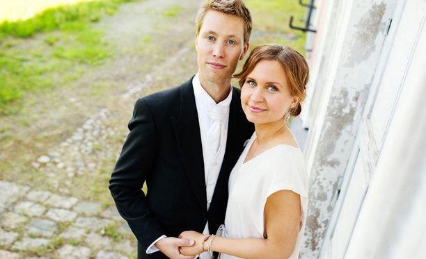 Viola ja Esa tulivat tunnetuksi ensimmäisen kauden hempeilijöinä.