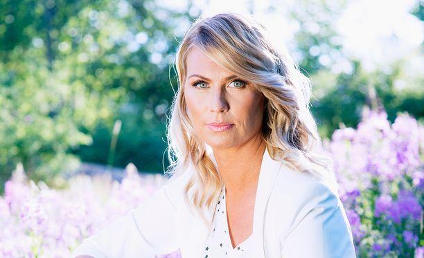 Heidi Suomi joutui pulittamaan exälleen osansa pesänjakajan palkkiosta.