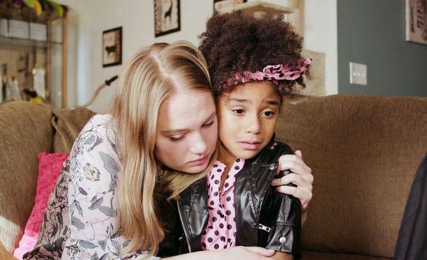 Neea pelkää, ettei Cassidy saa olla rauhassa lapsi.