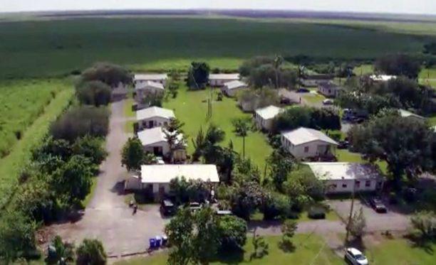 Miracle Village on rauhallisessa ympäristössä Pahokeen kaupungin ulkopuolella. Naapurit ovat kaukana.