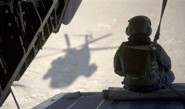 Suomalaisia rauhanturvaajia tulitettiin Afganistanissa. ISAF:n ilmatuki kutsuttiin avuksi.