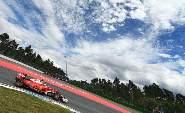 Kimi Räikkönen starttaa Saksan osakilpailussa viidennestä lähtöruudusta.