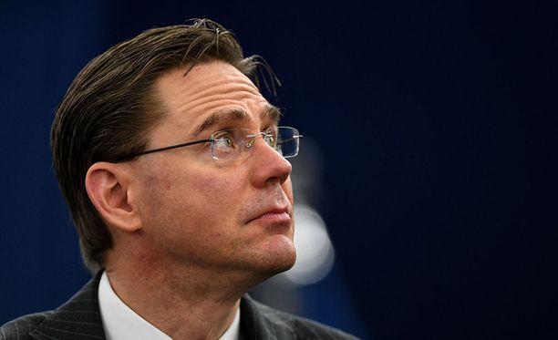 Jyrki Katainen on kommentoinut Le Mondelle, että EU pysyy tiukkana tullikysymyksissä.