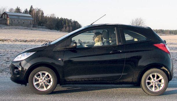 Ford Ka on makea ajettava. Kuljettajan penkin ja ratin säädöt vain ovat valitettavan puutteelliset.