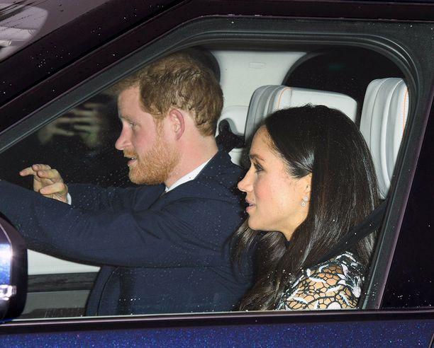 Harry istui ratin takana ajomatkan aikana.