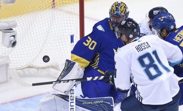 Euroopan joukkue piti Ruotsia ahtaalla ja voitti. Tämän Marian Hossan tilanteen Henrik Lundqvist torjui.