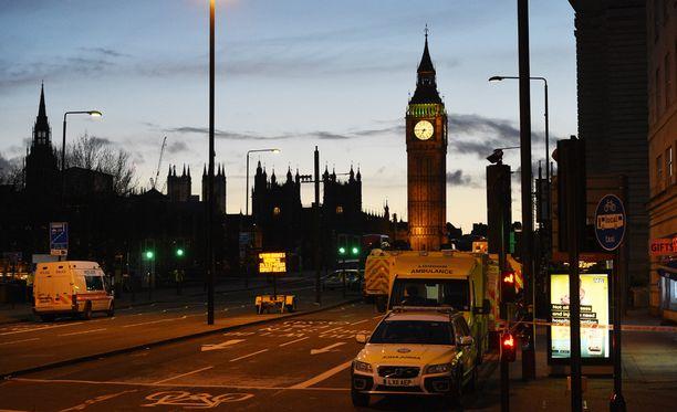Iskussa haavoittui arviolta 40 ihmistä. Viisi sai surmansa. Yksi surmansa saaneista oli epäilty hyökkääjä.