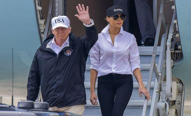 Donald ja Melania Trump vierailivat tiistaina Harvey-hurrikaanin runteleman Texasin tuhoalueilla.