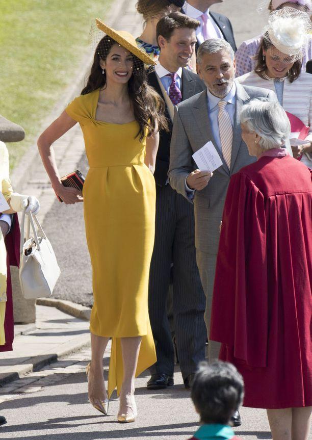 Amal Clooney näytti upealta keltaisessa luomuksessaan.