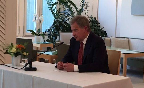 Suomen tasavallan presidentti Sauli Niinistö piti tänään tiedotustilaisuuden koskien Venäjän presidentin ja Yhdysvaltain presidentin tapaamista Helsingissä.