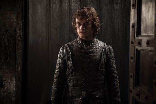 Theon Greyjoyn roolissa nähdään Alfie Allen. Theon palasi Talvivaaraan tukemaan kasvattiperhettään. Sansan ja Theonin kohtaaminen oli todella liikuttava.