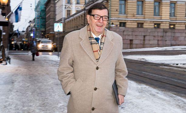 Paavo Väyrysellä on vauhti päällä taas. Presidenttiehdokkuus on hyvinkin saavutettavissa.