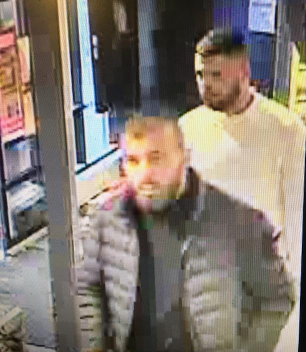 Poliisi pyytää mahdollisia silminnäkijöitä ilmoittamaan kuvassa näkyvistä henkilöistä.