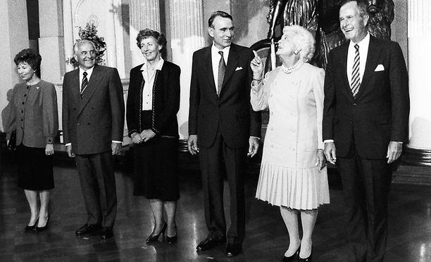 Helsingin huippukokouksessa 1990 läsnä olivat sekä Mihail Gorbatsov että George Bush puolisoineen.