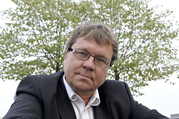 Helsingin entinen apulaiskaupunginjohtaja Pekka Sauri väläyttää maakuntavaalien peruuttamista.