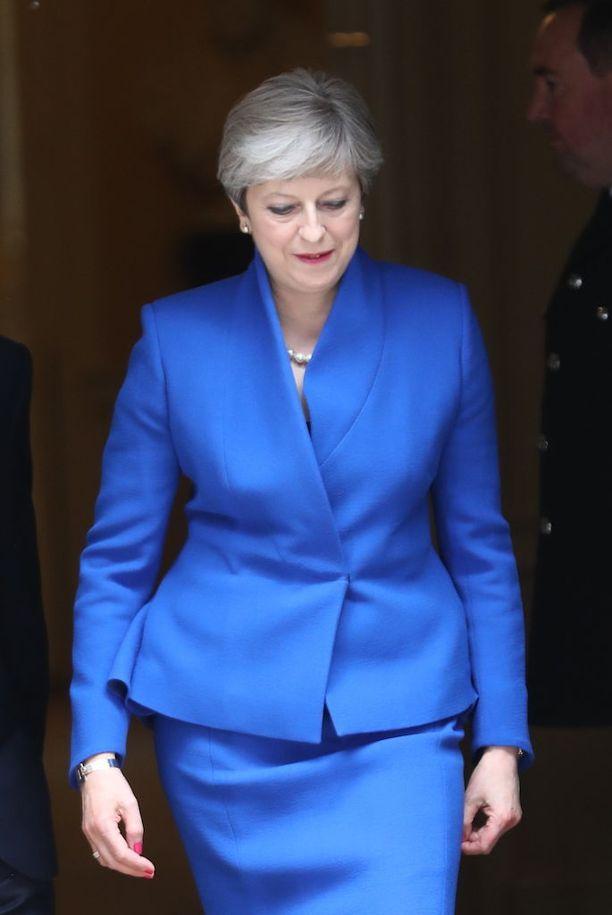 Theresa Mayn konservatiivipuolue menetti paikkoja parlamentissa mutta pysyi kuitenkin suurimpana.